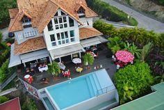 De nombreuses photos de La Suite Villa ... découvrirez l'univers coloré de cet hôtel situé sur les hauteurs des Trois Ilets en Martinique !