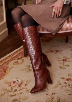 Beige Knee High Boots, Brown Boots, Beige Boots, Jean Beige, Winter Boots Outfits, Outfit Winter, Winter Cardigan, Botas Sexy, Sexy Boots