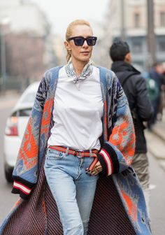 It's Fashion Week in Milan! Check out all the best street style from fall/winter 2017 here. Milan Fashion Week Street Style, Look Street Style, Milano Fashion Week, Autumn Street Style, Cool Street Fashion, Street Chic, Boho Fashion, Womens Fashion, Fashion Trends