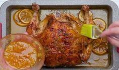 Kurča!Mäso, ktoré možno urobiť snáď na 1000 spôsobov a keď človek vie ako, bude vždy chutné.Rôzne marinády dokážu dať mäsu výbornú chuť a kurča môžete navyše vyplniť napríklad plnkou.Je toho veľa.Dnes je tu článok o tom, ako urobiť kurča s karamelovou kôrkou na citróne a víne. Na tento recept je dobré kúpiť kurča, ktoré bude mať aspoň 1,5 kilogramu a