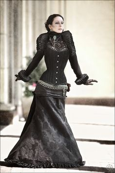 Look at the shape this gives her and the tiny waist from the corset. <3