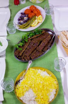 Kebab Kobideh- Persisk kebab - ZEINAS KITCHEN Great Recipes, Steak, Food And Drink, Pizza, Beef, Kitchen, Kebab, Iran, God