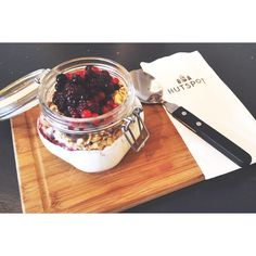 The way to start your day is at our lunchrooms with this delicious healthy bowl of yoghurt! Lunch Room, My Tea, Early Morning, Mornings, Acai Bowl, Good Food, Hipster, Sweets, Comfy