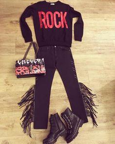 Outfit Shop online www.eclataccessori.com Ordini WhatsApp 3476326021 #shopart #rockstyle #rock #redpassion #red #gaelleparis #black #bag #accessories #unlace #amazing #instagood #instabest #instashoponline