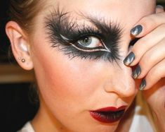 black feather eyeshadow, red lip : black feather eyeshadow, red lip #black #feather #eyeshadow,