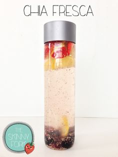 Chia Fresca - El agua infundida con fruta, limón, semillas de chía, y un toque de miel. Perfecto para ayudarle a decir completo y fabuloso durante todo el día!