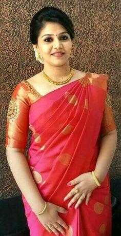 Kerala Engagement Dress, Engagement Saree, Indian Silk Sarees, Indian Beauty Saree, Christian Bridal Saree, Saree Dress, Kanjipuram Saree, Saree Blouse, Blouse Designs Silk