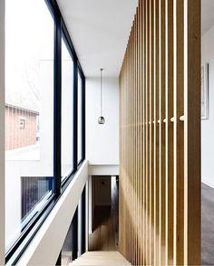 Elwood Townhouse designed & constructed by Melbourne-based InForm Design ✨ featuring a warm-toned hardwood timber balustrade & plenty of natural lighting 📷 by Derek Swalwell