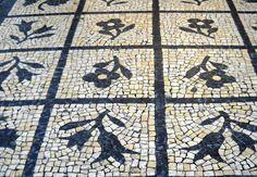 Calçada portuguesa. Portuguese Stone Sidewalk - Cobblestone www.portulogia.com