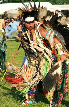 """My son loves pow wows. """"places to weave dreams"""". Native American Music, Native American Images, Native American Regalia, Native American Crafts, American Pride, Indian Pow Wow, Indian Art, Tattoo People, Indian Pictures"""