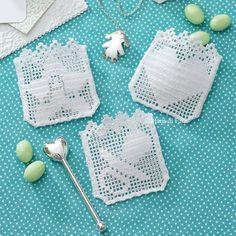 1 ball white Tortiglia 40 cotton to realize the 3 crochet filet bombonnieres. Filet Crochet Charts, Crochet Borders, Crochet Motif, Crochet Designs, Crochet Flowers, Crochet Patterns, Baby Blanket Crochet, Crochet Baby, Knit Crochet