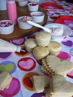 cookie and cupcake decorating party - Cupcake Decorating Party