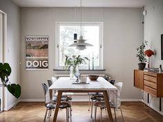Välskött 1950-talsvilla med underbar trädgård nära Härlanda tjärn - Stadshem Interior Inspiration, Villa, Gallery Wall, Dining Table, House, Furniture, Home Decor, Decor Ideas, Decoration Home
