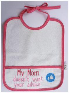 Babetes personalizados feitos à mão, em ponto cruz. Parte de trás plastificada.  Feito por encomenda.