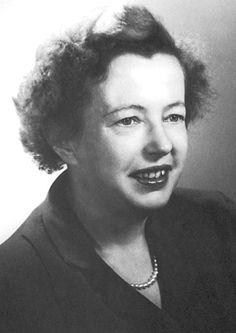 Maria Goeppert-Mayer  fue una  física estadounidense de origen alemán y premio Nobel, conocida por sus estudios sobre la estructura nuclear. Nació en Katowice y estudió en la Universidad de Gotinga en Alemania. En 1931 se casó con el físico estadounidense Joseph E. Mayer, con el que viajó a Estados Unidos, donde obtuvo la nacionalidad en 1933. Compartió el Premio Nobel de Física y fue nominada por la Comisión Nobel por sus trabajos, realizados a finales de la década de 1940.