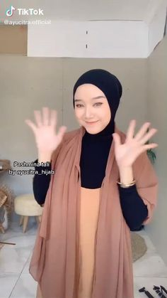 Stylish Hijab, Modest Fashion Hijab, Modern Hijab Fashion, Muslim Women Fashion, Casual Hijab Outfit, Hijab Style Tutorial, Simple Hijab Tutorial, Pashmina Hijab Tutorial, Scarf Tutorial