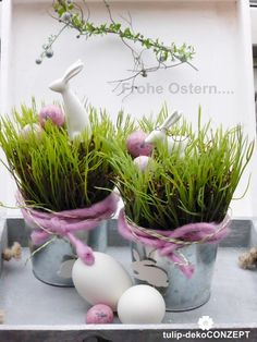 Ostertischdeko *Hase im Gras* mit Tablett Happy Easter Bunny, Easter Table Settings, About Easter, Table Arrangements, Spring Has Sprung, Easter Party, Spring Time, Decoration, Diy And Crafts
