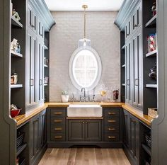 A butler's pantry that's more decked out than most kitchens!