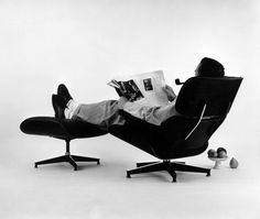 Charles Eames posing in the Lounge Chair, photo for an advertisement, 1956 © Eames Office LLC Vitra Design Museum, Old Chairs, Eames Chairs, Lounge Chairs, Office Chairs, Dining Chairs, Bar Lounge, Rocking Chairs, White Chairs