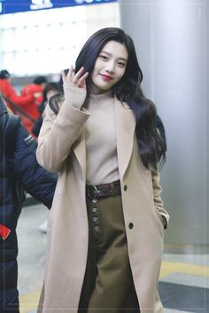 Uploaded by Tabi ♡. Find images and videos about red velvet, joy and park sooyoung on We Heart It - the app to get lost in what you love. Kpop Fashion, Korean Fashion, Fashion Models, Fashion Outfits, Korean Airport Fashion, Travel Outfits, Fashion Styles, Seulgi, Red Velvet Joy