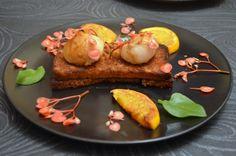 Noix de St Jacques caramélisées au jus dorange et vianigre balsamique sur pain d'épice