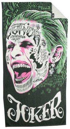 Toalla de playa Escuadrón Suicida, Joker 150 x 75 cm  Toalla de playa con la imagen del Joker, uno de los componentes del Escuadrón Suicida, perteneciente al universo DC Comic.