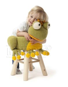 Crochet Baby Toys, Crochet Home, Crochet Animals, Stool Cover Crochet, Knitting Projects, Crochet Projects, Knot Cushion, Baby Girl Patterns, Stool Covers
