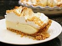 This is a scrumptious old-fashioned graham cracker pie with a creamy vanilla filling and meringue or whipped cream topping. This is a scrumptious old-fashioned graham cracker pie with a creamy vanilla filling and meringue or whipped cream topping. Graham Cracker Cream Pie, Graham Cracker Pie Recipe, Homemade Graham Cracker Crust, Pie Dessert, Dessert Recipes, Cookie Recipes, Dinner Dessert, Pudding Desserts, Cupcake Recipes