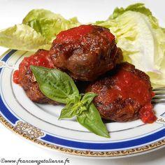 ...présentées par Frédéric C'est l'été. Voici une idée qui plaira à toute la famille et aux amis: de jolies boulettes faites avec la chair d'aubergine, augmentée de champignons, d'oignon, d'ail et lié avec un peu de concentré de tomate et de la fécule. Ces boulettes surprennent par leur tex