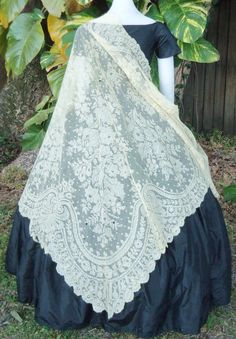 Blonde Chantilly Shawl c. Civil War Fashion, Vintage Outfits, Vintage Fashion, Victorian Gown, 19th Century Fashion, Period Outfit, Linens And Lace, Dressy Dresses, Historical Clothing