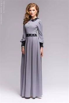 Платье серое длины макси с кружевной отделкой и V-образным вырезом на спине