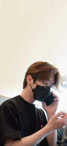 Stray Kids Minho, Lee Know Stray Kids, Boyfriend Photos, Kim Jisoo, Kpop, Lee Min Ho, Cat Dad, Kids Wallpaper, Boyfriend Material
