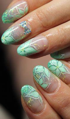 green nail paint