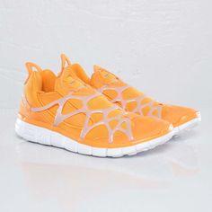 $88 Nike Free Kukini Vivid Orange Sneakers