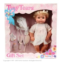Palitoy Tiny Tears Doll will always make me think of Newark where my friend's kid moaned for her to buy her one for about 3 months until she relented. Vintage Toys 1960s, Retro Toys, Vintage Dolls, Vintage Paper, 1980s Childhood, My Childhood Memories, Madame Alexander, Tiny Tears Doll, 70s Toys