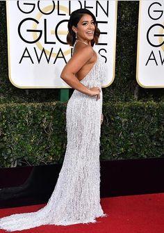 Gina Rodriguez dazzled in a flapper style Naeem Khan dress at the Golden Globes 2017 Gina Rodriguez, Jenny Packham, Golden Globe Awards 2017, Carpet Trends, Carpet Ideas, Vogue, Fringe Dress, Celebrity Look, Celeb Style