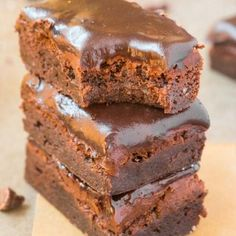 Healthy Flourless Pumpkin Breakfast Brownies recipe made with no flour, no sugar and low carb! Keto, vegan, paleo and gluten free! Healthy Baking, Healthy Treats, Healthy Desserts, Ketogenic Desserts, Healthy Foods, Paleo Dessert, Gluten Free Desserts, Pumpkin Brownies, Gooey Brownies