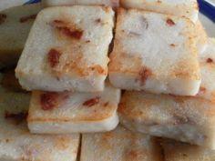 Easy recipes for making steamed white radish cake and fried radish cake.
