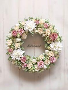 ミルキーローズリース Spring Door Wreaths, Easter Wreaths, Summer Wreath, Holiday Wreaths, Wreath Crafts, Diy Wreath, Vintage Wreath, Deco Floral, Funeral Flowers