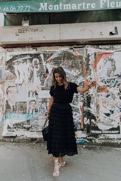 Montmartre | Collage Vintage. Black top+black ruffled plumetti midi skirt+metallized lace-up heeled sandals+black shoulder bag. Summer Dressy Casual Outfit 2017