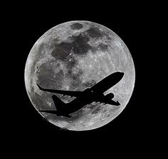 An airliner crosses the moon's path, Monday, April 14, 2014, above Whittier, Calif., approximately one hour before a total lunar eclipse. (AP Photo/Nick Ut) ▼15Apr2014AP|Full lunar eclipse delights Americas, 1st of year http://bigstory.ap.org/article/full-lunar-eclipse-delights-americas-1st-year #Moon #Luna #Lune #Mond