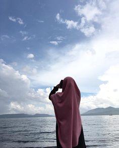 Hijabi Girl, Girl Hijab, Beautiful Girl Photo, Beautiful Hijab, Niqab, Cute Drawings Of Love, Beautiful Scenery Pictures, Hijab Style Tutorial, Cool Instagram Pictures