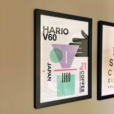 """Huuummmm Café....  Desenhamos uma coleção minimalista de pôsteres em homenagens aos métodos de preparo de café.  - Esse é o pôster """"Hario / 21"""" que já está em nossa vitrine. - Conheça a coleção completa aqui: #ColeçãoCaféNCDJ - http://ift.tt/1dqyBxz (link na bio). #nacasadajoana #abaixoasparedesvazias #pôster #posters #quadros #enquadrados #design #decoração #decor #interiordesign #pinterest #meunacasadajoana #café #hario #hariov60"""