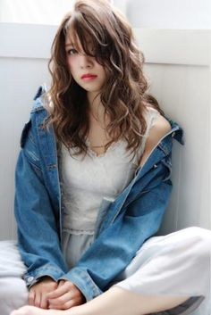 Believe it or not, but wavy hair looks much more attractive than straight hair. After all, every woman wants to look stylish and attractive. Side Braid Hairstyles, Permed Hairstyles, Long Wavy Hair, Braids For Long Hair, Thick Hair, Medium Hair Styles, Curly Hair Styles, Natural Hair Styles, Kawaii Hairstyles