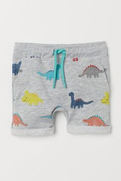Discover a range of clothes for baby boys and toddlers at H&M, with practical options in fun prints and colours. Shop online for little boy outfits now. Baby Girl Pants, Baby Boy Outfits, Kids Outfits, Baby Boy Fashion, Kids Fashion, T Shirt Body, Short Bebe, Baby Clothes Patterns, Baby Kind