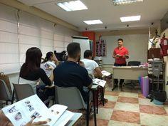 Pablo Pleguezuelos impartiendo clases de Peluqueria masculina en ACADEMIA REVLON (Alicante)  Equipo Abel Pelukeros ELCHE. BARBERSHOP