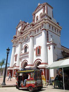 La iglesia principal..... #Guatape #Colombia