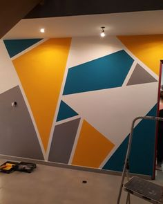 wohnung Dekorative Malerei Some great ideas or themes for Christmas home decorating include the foll Creative Wall Painting, Wall Painting Decor, Diy Wall Decor, Painting Designs On Walls, Bedroom Wall Designs, Accent Wall Bedroom, Bedroom Decor, Accent Walls, Jugendschlafzimmer Designs