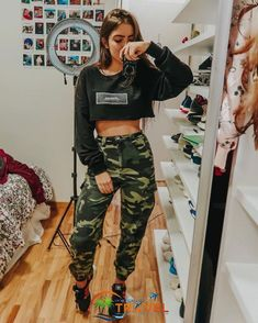 New style girl fashion outfits jeans Ideas Teen Fashion Outfits, Edgy Outfits, Swag Outfits, Mode Outfits, Cute Casual Outfits, Outfits For Teens, Girl Fashion, Jeans Fashion, School Outfits