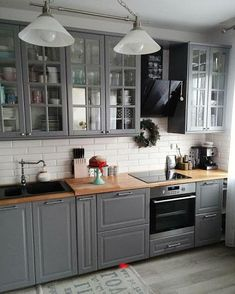 Outlines For Fast Programs Of Simple Kitchen Decor Inspiration - Tooley Farmhouse Style Kitchen, Home Decor Kitchen, Kitchen Interior, Kitchen Ideas, Coastal Interior, Eclectic Kitchen, Farmhouse Sinks, Kitchen Trends, Diy Interior
